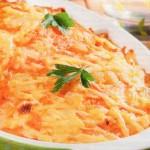 Рыбная запеканка с луком, морковью и картофелем