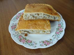 Пирог с начинкой из рыбной консервы